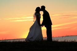"""4e1143ad9f0 ... """"puede"""" besar a la novia? ¿Por qué el permiso? En la antigüedad, las  parejas no podían besarse ni tener ningún tipo de contacto físico (¡ni  siquiera ..."""